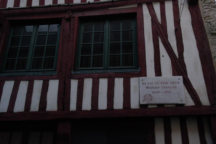 Maison natale d'Erik Satie ; la visite est un régal des yeux et des oreilles ! Ca pétille !