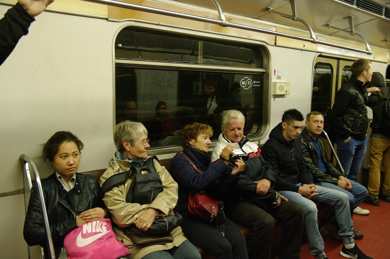 Un dimanche matin dans une rame de métro.