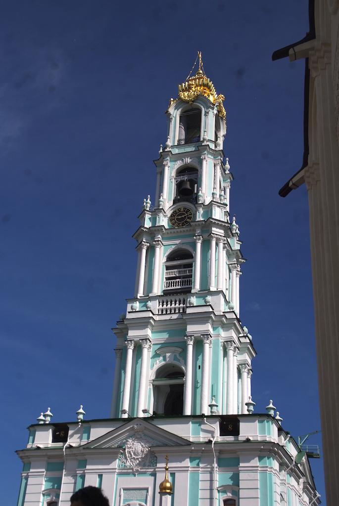 La tour du clocher du monastère, une des plus hautes de Russie