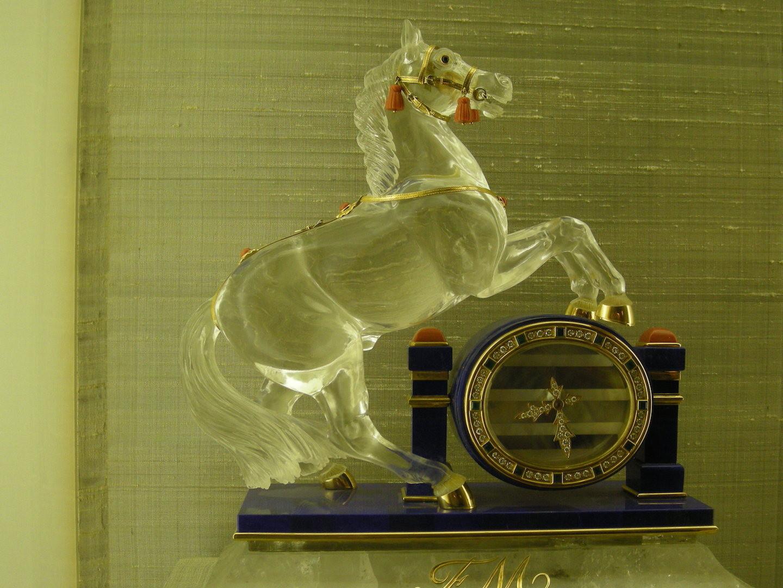 Merveilles d'orfèvrerie, cristal et or massif provenant des pays arabes.