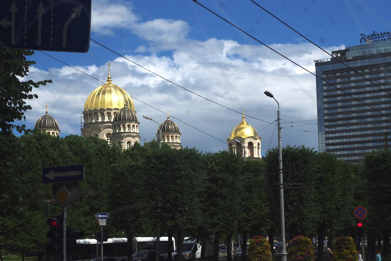 Les dômes de la cathédrale orthodoxe de la Nativité