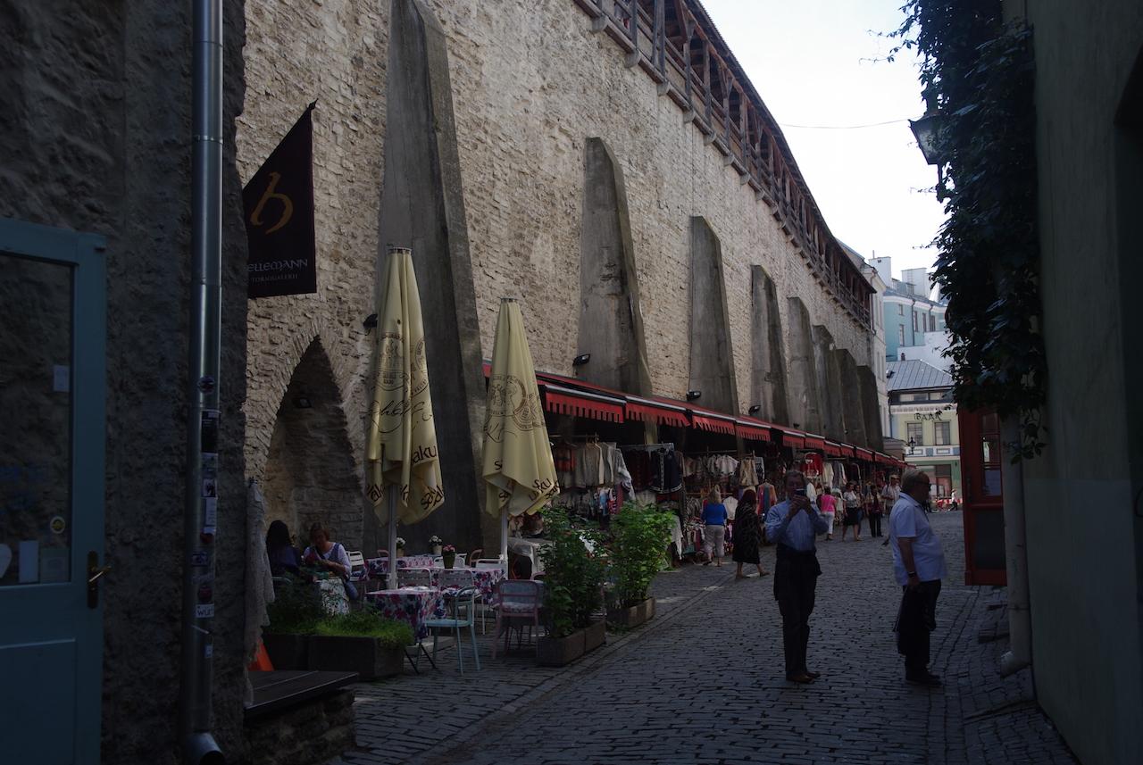 Un marché au pied des remparts