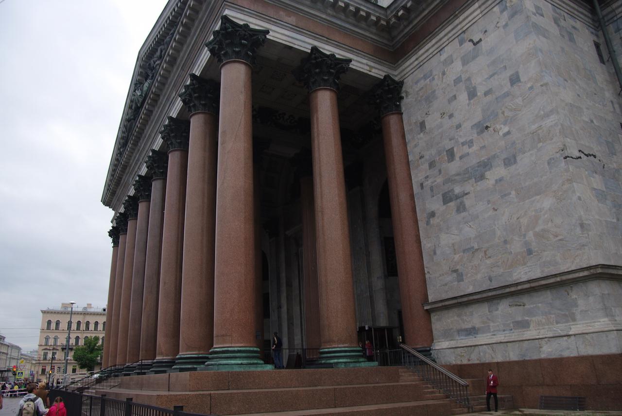 Les colonnes de granit de l afaçade