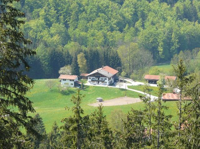 Greinhof Birkenstein - Blick von Kesselalm-Weg zum Greinhof