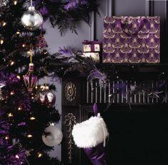 Gothic Weihnachtsset mit Baum und Geschenken in schwarz und lila