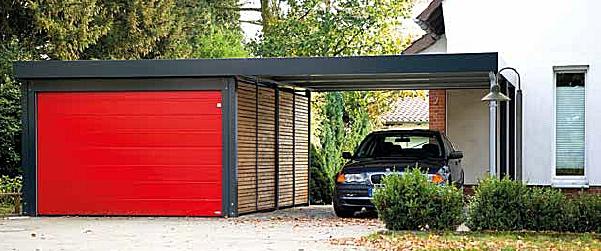 Beispiel-Nr. ST-E   Carport-Garage mit Sektionaltor Sonderfarbe Rot, Wände offene Holzlattung, Stahlpfosten u. Attika RAL 7016 anthrazit