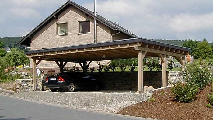 Beispiel Nr. SORC19.4   Die Dachkonstruktion dieser Dreiercarportanlage ist zusätzlich für bauseitige extensive Dachbegrünung + 80kg/m² verstärkt.