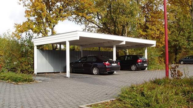 Beispiel Nr. SORC20.2   4er-Carport in BICOLOR Ausführung. Weiß-Grau gefiel der Bauherrengemeinschaft am besten.