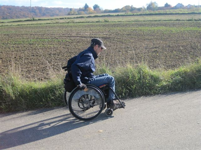 Rollstuhl mit Handantrieb