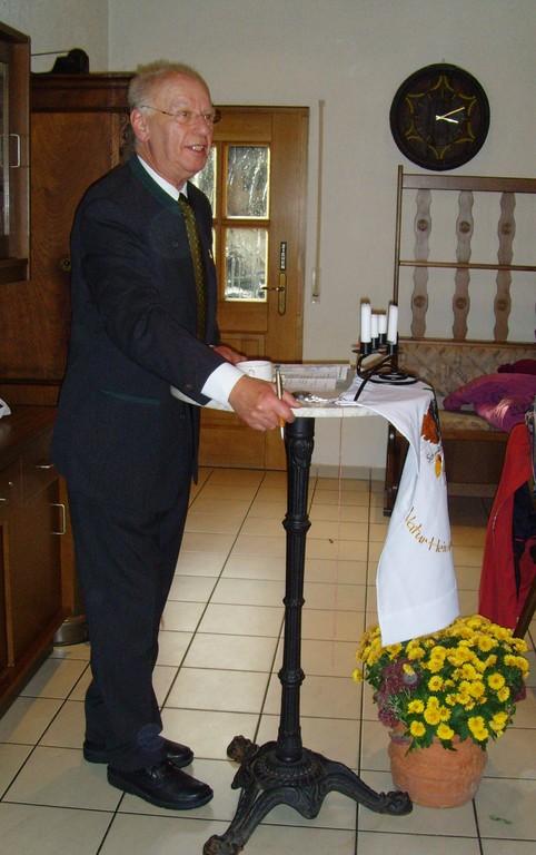 Vors. SAV-Maulbronn, Klaus Th.A.Fritz begrüßt die Teilnehmer