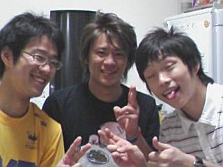 一番左が小関さんです。テノールさん(古城 達也)、チンパン