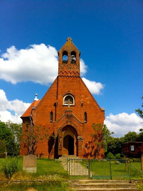 Unterwegs laden Dorfkirchen ein