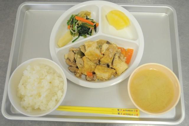 中華風煮物と味噌汁とごはん