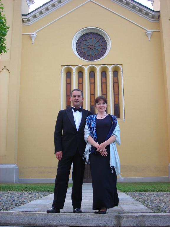 """con il Soprano Ilenya Goss di fronte al Tempio Valdese di Torre Pellice in occasione del concerto """"Frau Musika"""""""