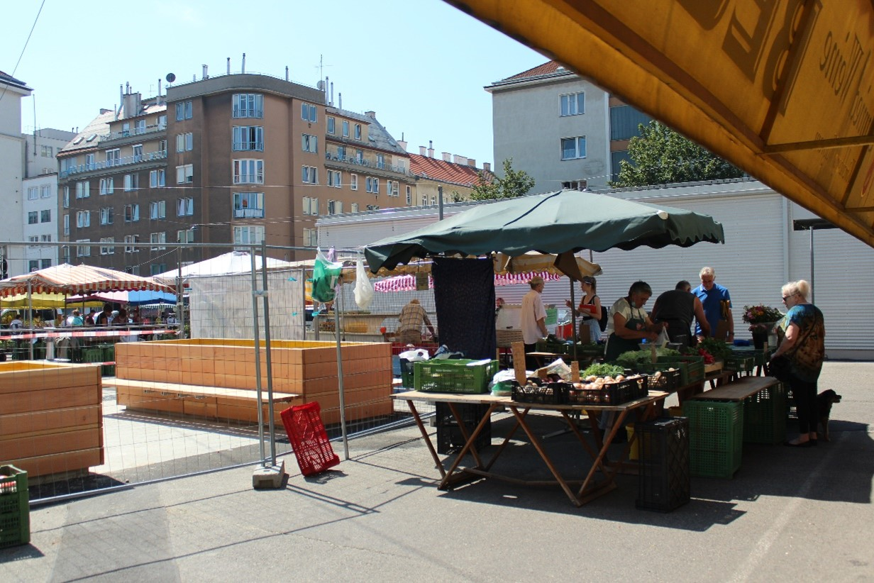 Beteiligung von MarktstandlerInnen und BesucherInnen  in der Bauphase des Coolspots am Schlingermarkt