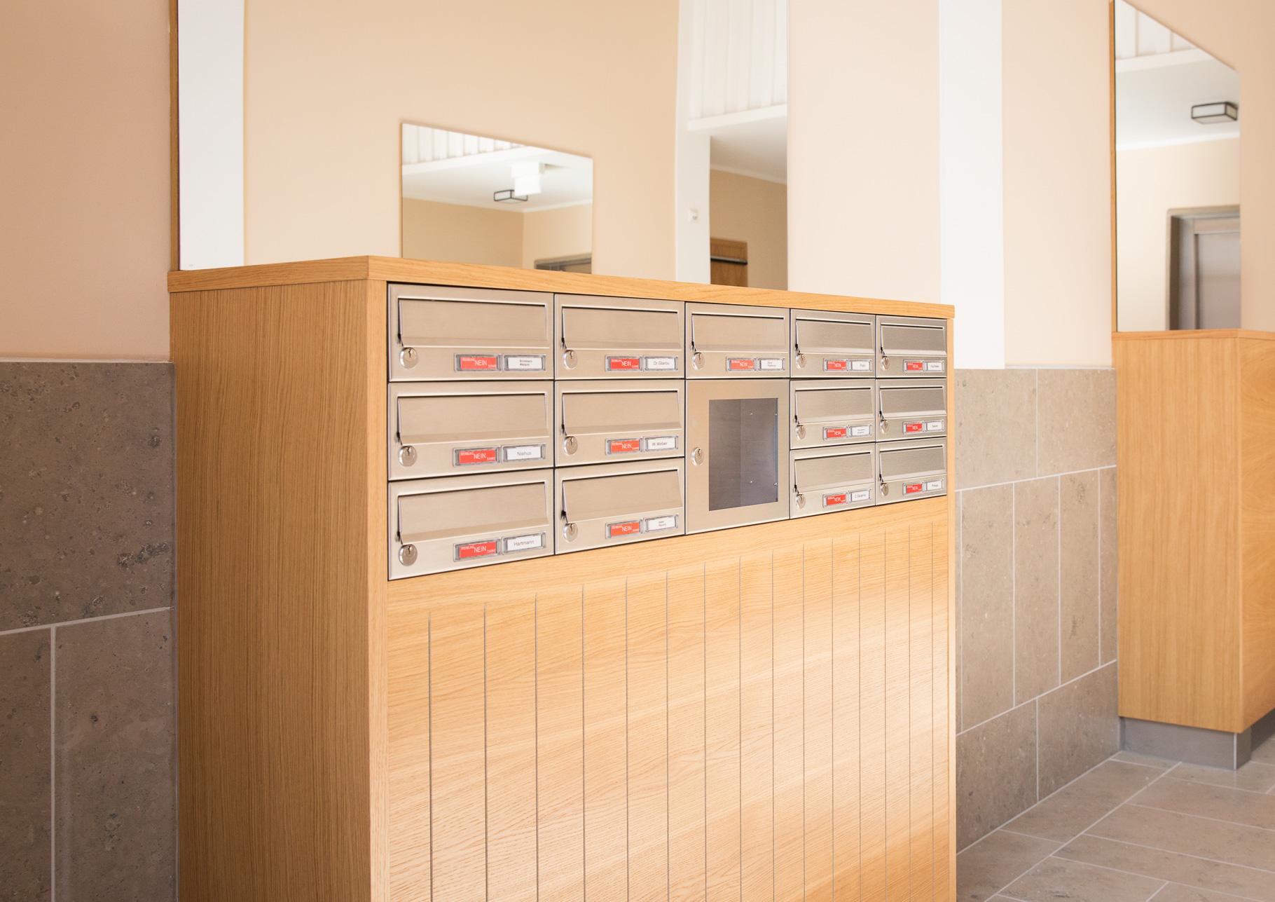 Briefkastenanlage mit Mitteilungskasten