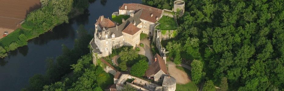 Une baignade ou un coin pique nique juste sous le château de Cenevières