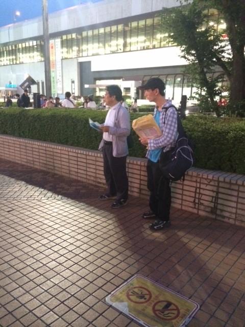 2014.10  大宮駅にて吃音啓発のビラ配り2