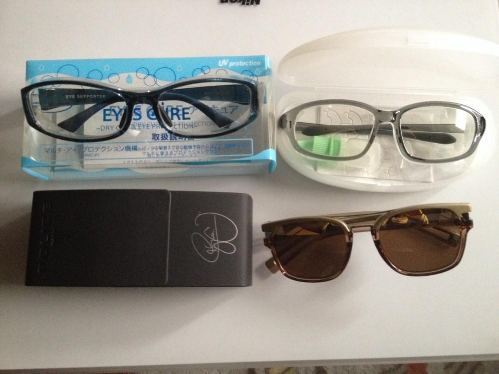 ポリスのサングラスと花粉除けのメガネ。