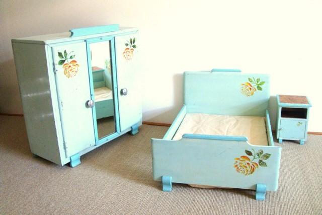 Mobilier bois, lit, armoire, chevet pour poupée vintage