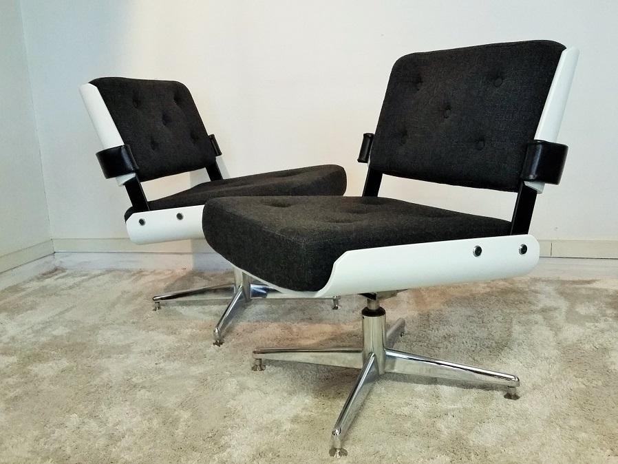 Paire de fauteuils chauffeuses Alain Richard