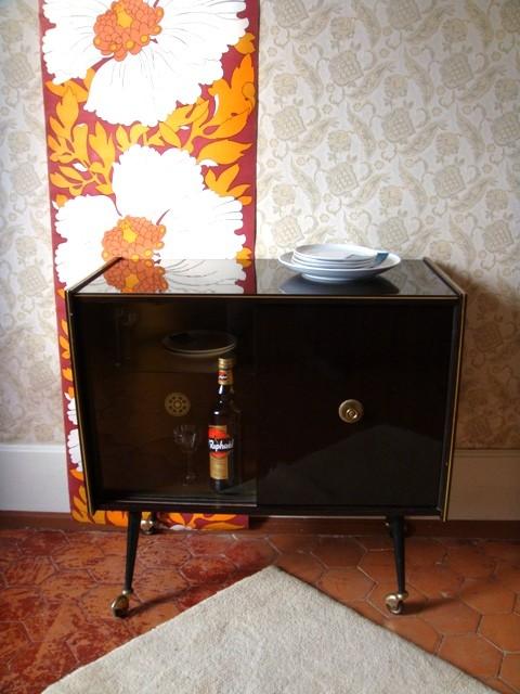 meuble bar vintage muros design et vintage en bourgogne. Black Bedroom Furniture Sets. Home Design Ideas