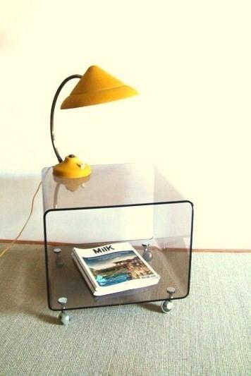Cube plexiglass à roulettes années 70