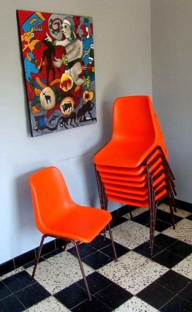 Série de 8 chaises coques vintage oranges