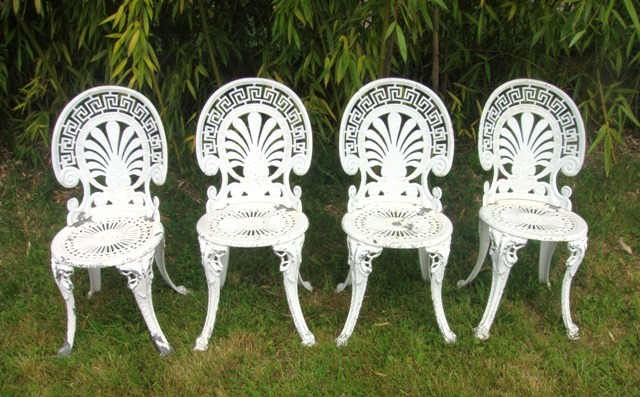 chaises de salon de jardin rocaille vintage muros. Black Bedroom Furniture Sets. Home Design Ideas