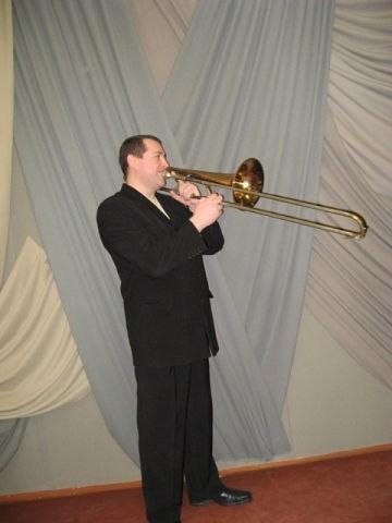 Василь Радчук - викладач по класу тромбона, керівникдухового оркестру учнів молодших класів.