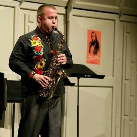 Тарас Пастушок -викладач по класу саксофона, керівник зразкового дитячого духового оркестру