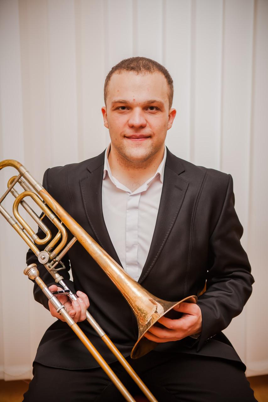 Андрій Боровець - викладач по класу духових інструментів, керівник джазового оркестру.