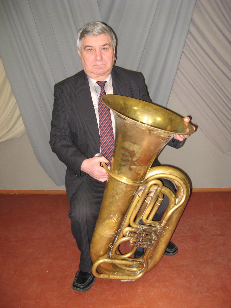 Микола Сернюк - старший викладач духових інструментів.