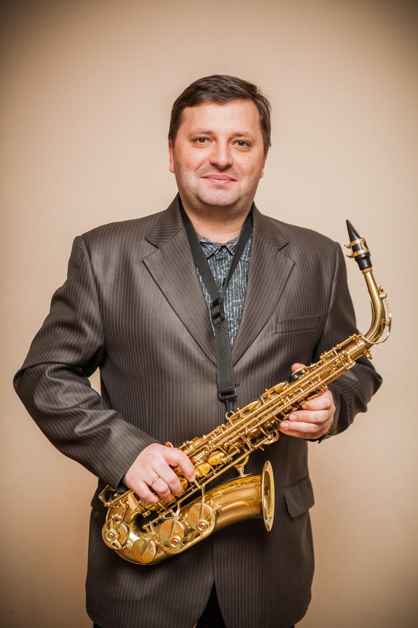 Валерій Кошин - викладач по класу саксофона.