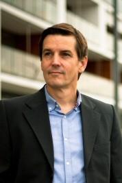 Coach Frank H. Sauer am Kölner Rheinhafen