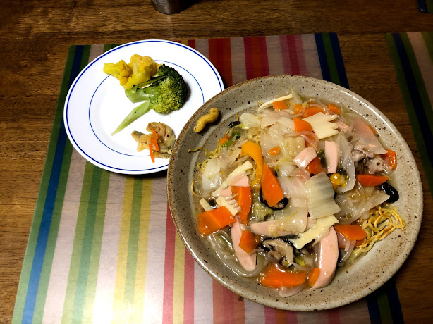 5月31日金曜日、Ohana夕食「あんかけ焼きそば、カリフラワーカレーピクルス、ブロッコリ、ままかりの酢漬け」