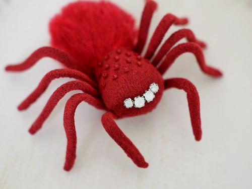 蜘蛛ブローチ