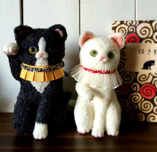 ハチワレ招き猫