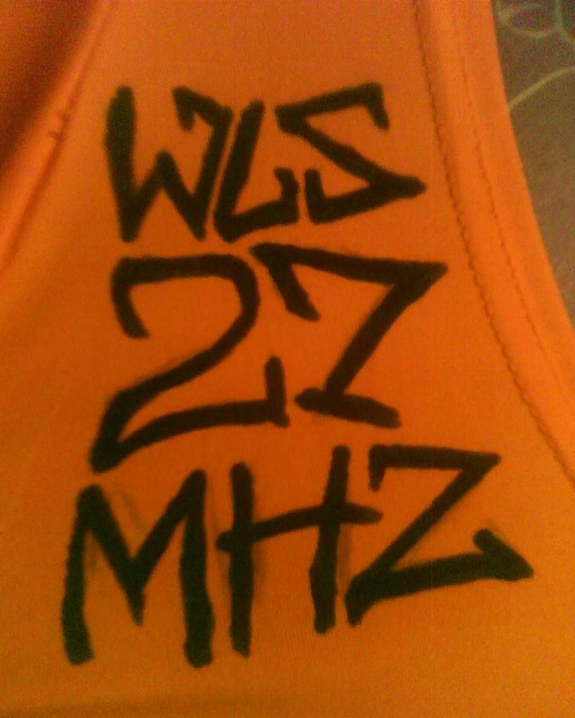 Detalle diseño camiseta tag wls27mhz