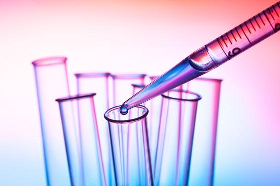 Laborbasierte Aknetherapie des ganzen Körpers