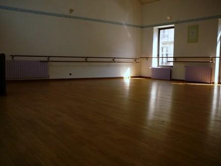 la salle de danse et son plancher suspendu.