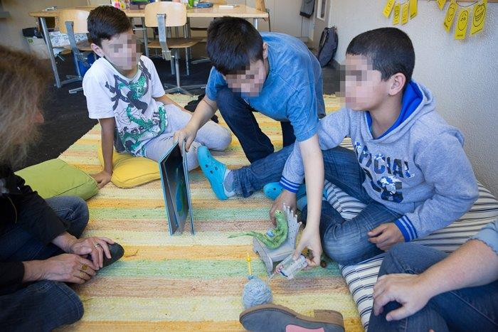 Talking about the book and the case in a class with young refugees