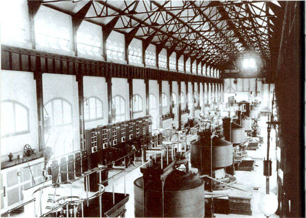 Interior of Edward Dean Adams power station at Niagara, with ten 5,000-horsepower Tesla/Westinghouse AC generator.