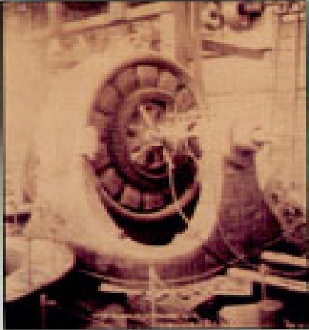 One of the two-phase generators of 5000 H.P. installed at the Adams Power Station. The generators were put into pilot operation, started on August 16, 1895 and commertial exploitation on April 26.