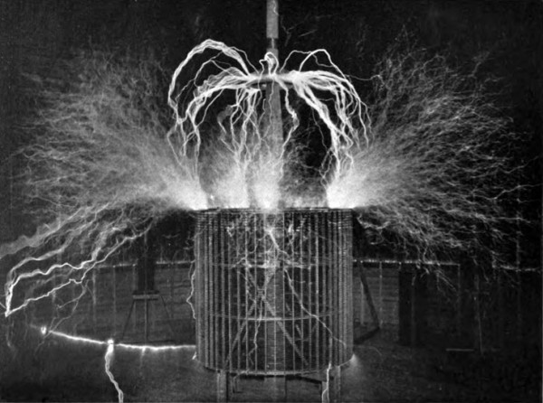 Fig. 1. — The Wonderful Tesla, 300 K.W. High-Frequency Oscillator Coil in Full Activity, Discharging Sparks Like Veritable Bolts of Thor and Measuring 65 Feet Across.
