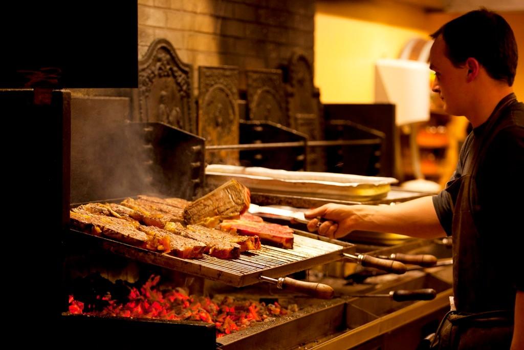 La viande grillée, mariage parfait avec nos boissons basques