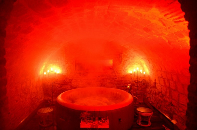 JACUZZI chromothérapie spot en rouge pour l'énergie