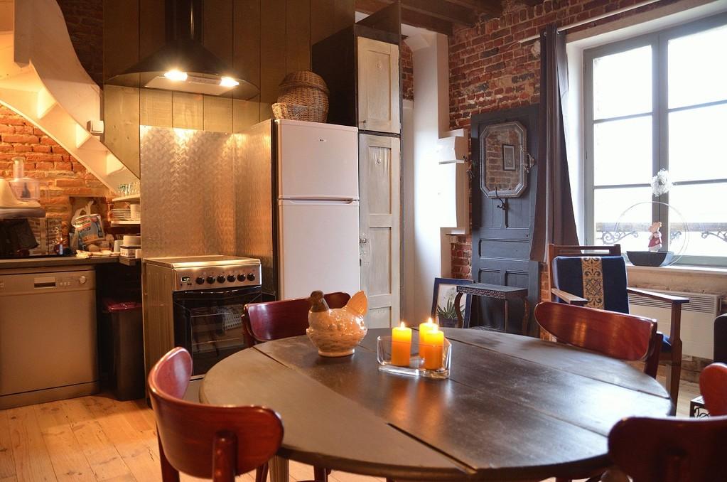 1er étage avec ses meubles détournés et sa décoration insolite