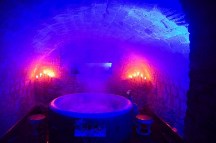SPA avec luminothérapie spot en bleu pour le repos