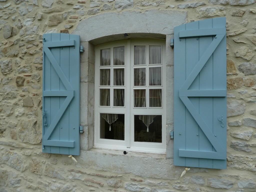 Gîte Lassègues, vieille fenêtre